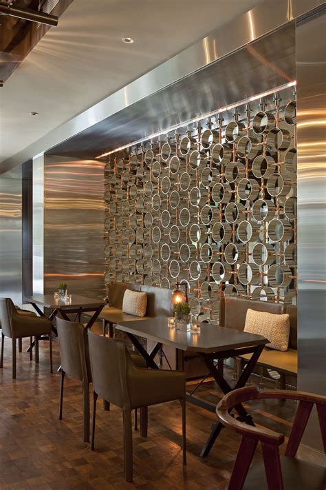 Wandgestaltung Modern 4901 by A Mod Wall Adds Shine To Mandy Bryant Dewey Seasons Hotel