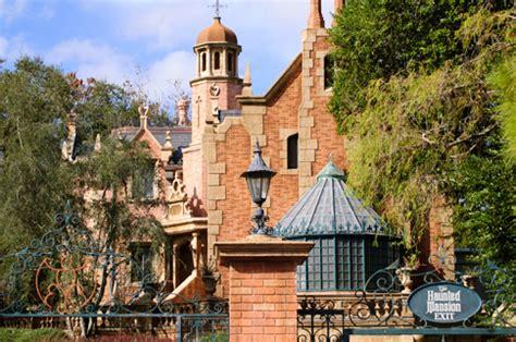 the haunted mansion (magic kingdom and tokyo disneyland