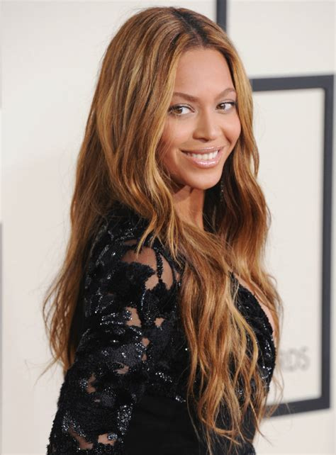 beyonce new look 2015 beyonce wears stunning natural makeup for 2015 grammy awards