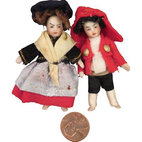 2 inch bisque dolls antique lilliputian 2 5 inch pair all bisque dolls