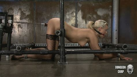 Women cumming on sex machine