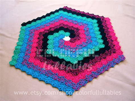 Hexagon Crochet Rug Pattern by Crochet Hexagon Spiral Rug Pattern With Continuous Crochet