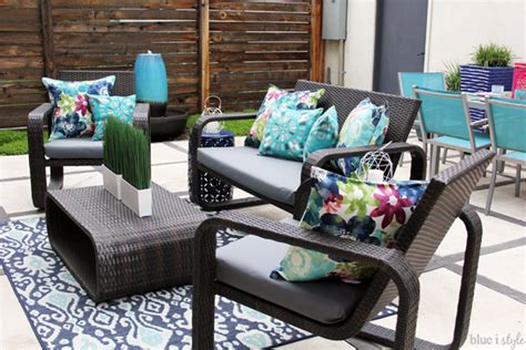 Diy Patio Furniture Cushions Diy With Style The No Sew Way To Reupholster Outdoor Cushions Blue I Style Creating An
