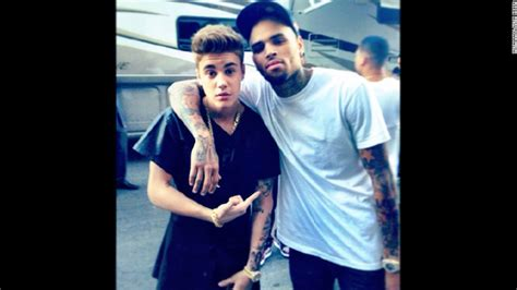 justin bieber s manager arrested for quot refusing to tweet justin bieber s inner circle