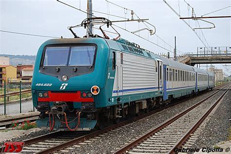carrozze uic x treni treno regionale con e464 carrozze uic x in