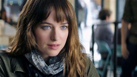 actress fifty shades of grey movie fifty shades of grey star dakota johnson to host snl
