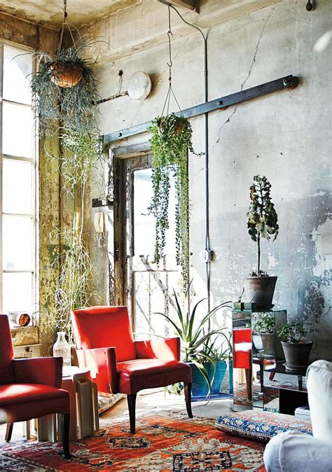 hanging decorations for living room 25 best ideas about distressed walls on