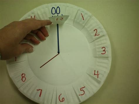 How To Make Clock With Paper Plate - diy paper plate clock idea for teaching time school math