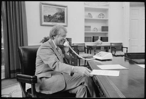 file jimmy at his desk in the oval office nara
