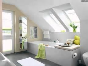 gestaltung badezimmer ideen ideen badezimmer mit dachschr 228 ge gestalten