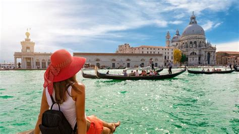 worst cities for christmas 10 worst places to travel in 2018 galapagos taj mahal cuba escape