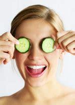 donne nella doccia senza niente addosso rimedi per le occhiaie utilizzo di creme make up e laser