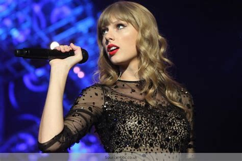 history of taylor swift biography taylor swift body height weight age measurements and