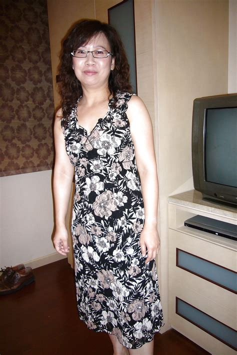 Amateur Asian Pictures Taiwan Businesswoman MILF