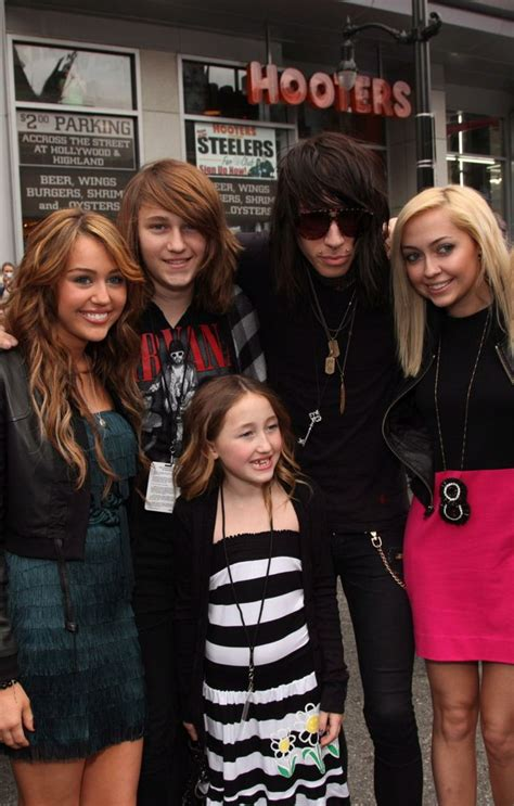 Noah Cyrus And Detox by Miley Cyrus S Brothers And Photos