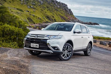 2017 mitsubishi outlander loaded with advanced safety