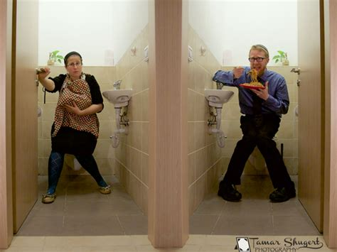 how to go to the bathroom in public bathroom breastfeeding photo goes viral