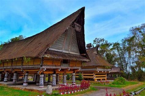 appreciating  traditional house  batak