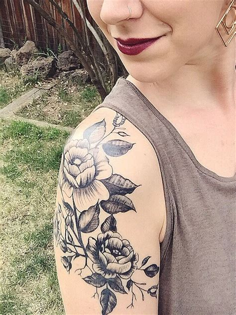 shoulder flower tattoos 25 best flower shoulder ideas on