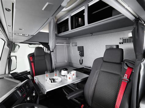 la cabina la cabina maxispace de renault trucks