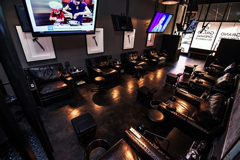 nail salon for guys hammer nails in california makes the hammer and nails the ultimate man cave ferrvor
