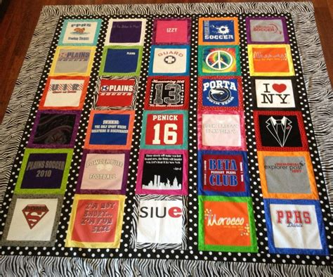 Quilt Decke Nähen by T Shirt Quilt I Like The Border Between Each Shirt It