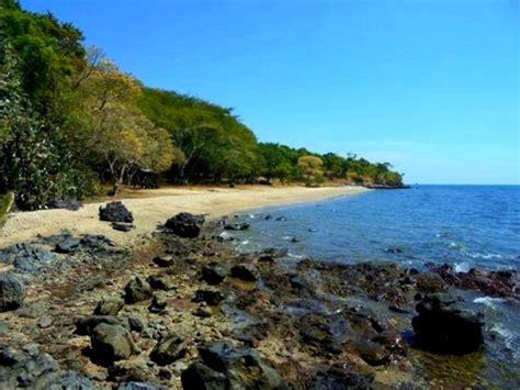 pesona keindahan wisata pantai tampora situbondo