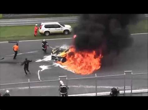 lamborghini veneno crash idiot crashed lamborghini veneno car chase and car crash