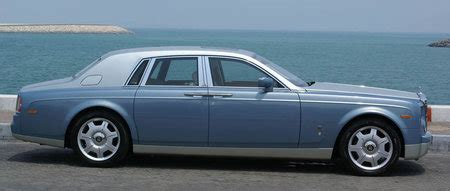 roll royce's starlight headliner lights up the roof with