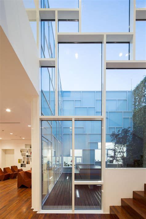 photography museum   mondrian inspired window layout contemporist