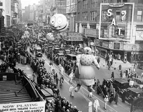 new york through the 1781579733 1940 macy s thanksgiving day parade through the years pictures cbs news