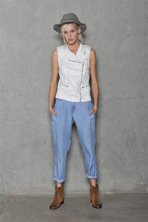 Gwen Stefanis Clothing Line Loses Designer by Gwen Launching New Casual Clothing Line Called Dwp