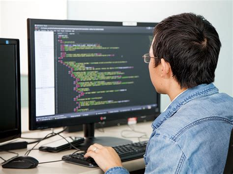 Software Engineer Doing Mba computer engineer what does he do skills typical day