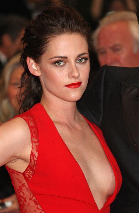 Kristen Stewart Wardrobe by Kristen Stewart Almost Suffers Wardrobe At Rob