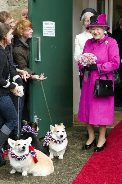 queen elizabeth corgi queen elizabeth ii pictures the queen greets some corgis