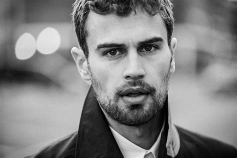 Biography Theo James | theo james height age biography family marriage net