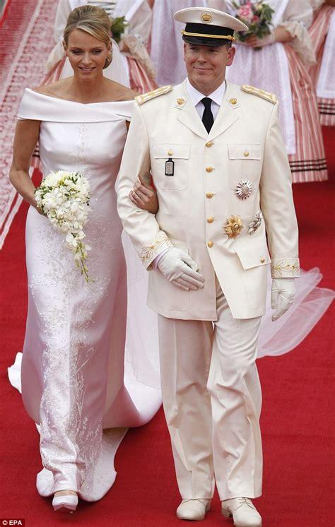 hochzeitskleid charlene von monaco monaco royal wedding naomi cbell upstages princess