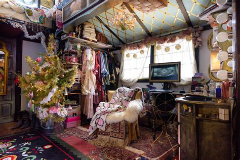peek inside this tiny house decorated for