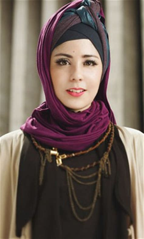 Jilbab Risty Tagor 10 Contoh Model Baju Muslim Artis Risty Tagor