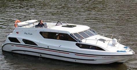thames river boat day hire canal guide boat hire