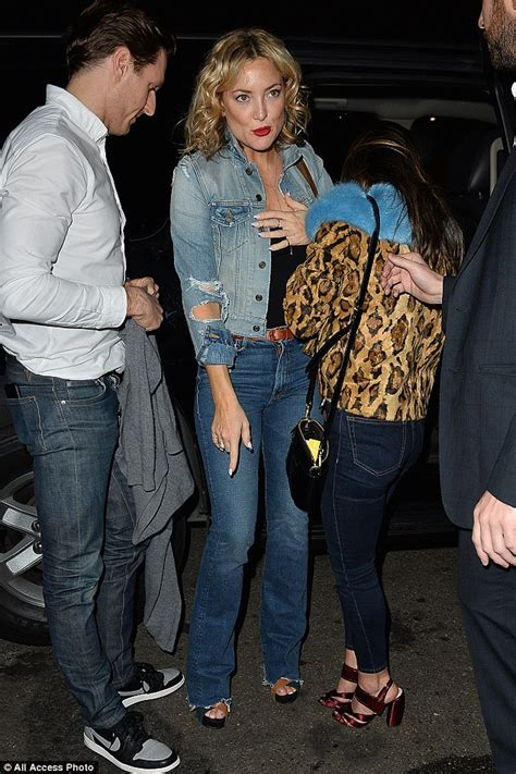 Kate Hudson Spotted Buying Baby Clothes Is She by Kate Hudson Sports Ringlets In Hair And Denim