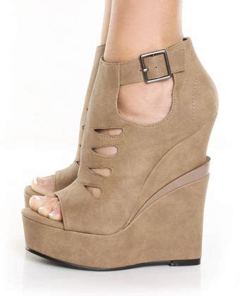 Wedges On02 5 ways to rock your wedges and not your ankle
