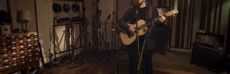 ed sheeran perfect ultimate guitar watch ed sheeran cover 5sos s quot she looks so perfect