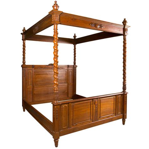 antique canopy bed antique olympic queen size canopy bed at 1stdibs