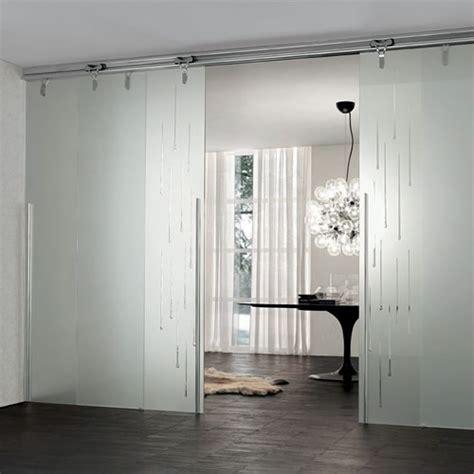 porte scorrevoli a soffitto porta in vetro acidato logika scorrevole con binario a
