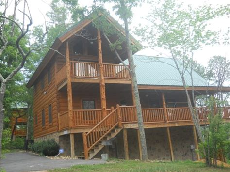 2026 smoky cove rd sevierville tennessee 37862 reo home