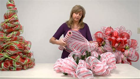 how to make wreaths how to make a geo mesh wreath everything 4 christmas