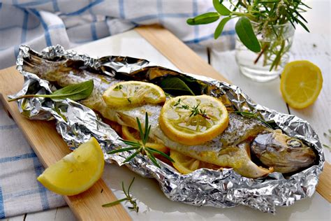come cucinare la trota al cartoccio ricetta trota al cartoccio una ricetta gustosa e delicata
