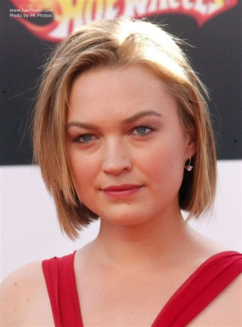 Sophia Myles wearing a short low maintenance bob haircut