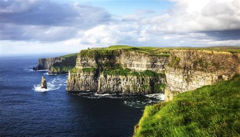 in irlanda in irlanda lungo la atlantic way la strada pi 249